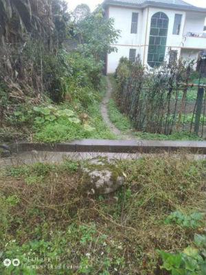 湖南桑植县一村民建房时将路阻断致四户邻居出行难